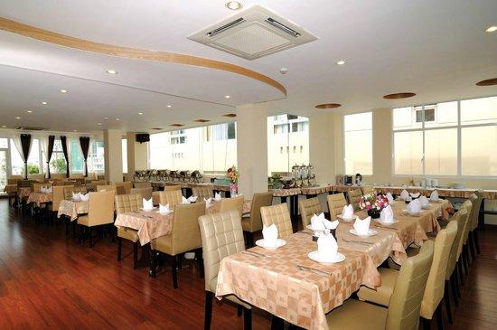 Asian Ruby Luxury Hotel: Restaurant