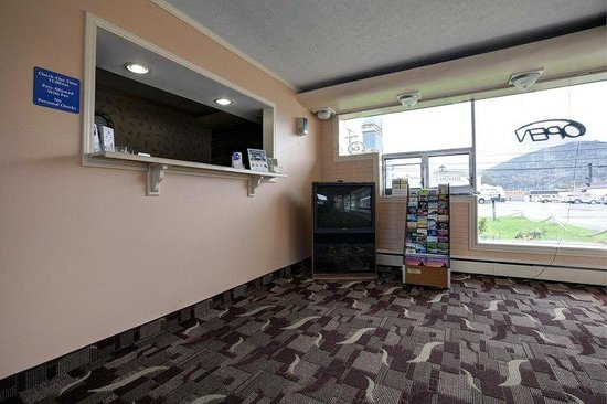 Americas Best Value Inn: Front Desk