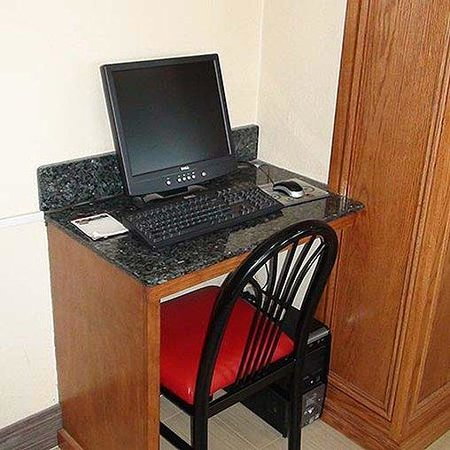 Economy Inn North Oklahoma City Computer