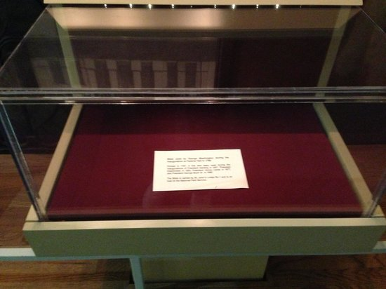 Federal Hall : Empty display case (for GW's bible)