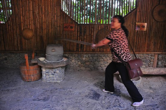 Yiling Cave Scenic Resort of Nanning: milling tool