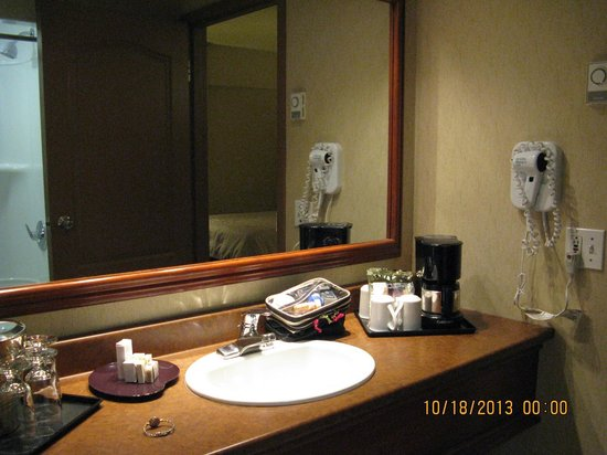 Hotel Chateau Laurier: Bathroom