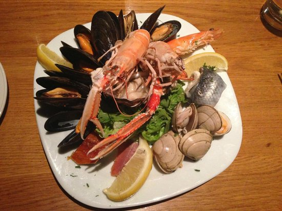 Whighams Wine Cellars: Seafood platter as starter