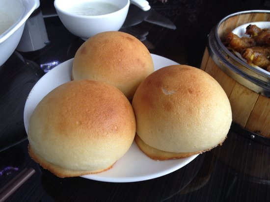 Madam Kwong's Restaurant: Buns with sweet pork inside.