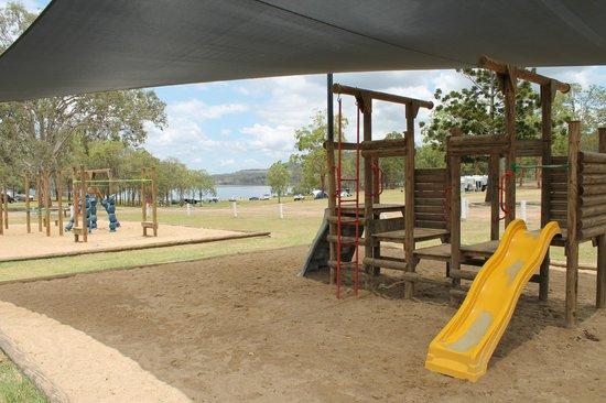 Lake Somerset Holiday Park: Playing ground and Lake Somerset