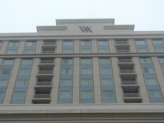 Waldorf Astoria Orlando: Front of Waldorf resort.