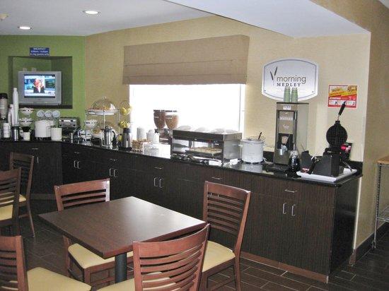Sleep Inn Airport : Breakfast room