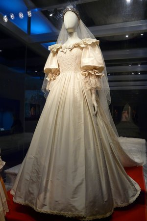 Princess Diana S Wedding Gown Picture Of The Putnam Museum