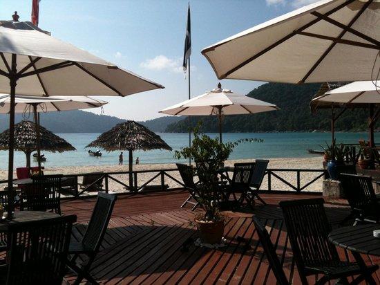BuBu Long Beach Resort: Facing the beach