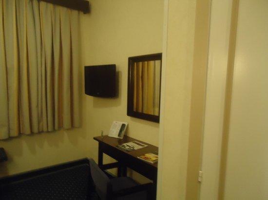 Hotel Puerta de Toledo: detalhe do quarto...