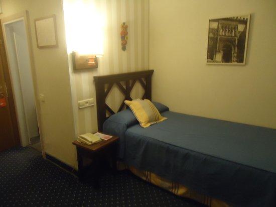 Hotel Puerta de Toledo: outro ângulo do quarto...