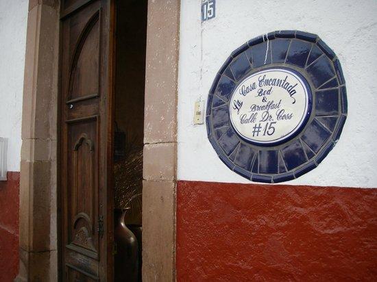 Hotel Casa Encantada : Street entrance