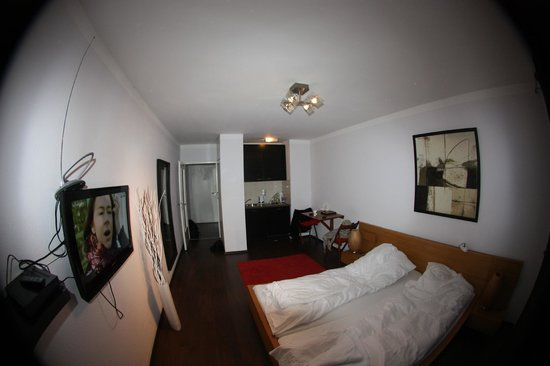 SchönLife Apartments: вид со стороны окна