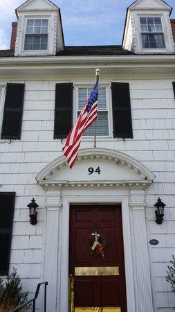 Inn at Woodstock Hill: Front entrance