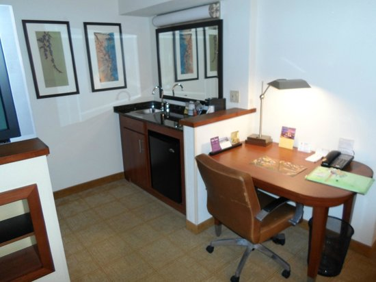 Hyatt Place Fort Lauderdale / Plantation: Kitchenette (includes fridge)