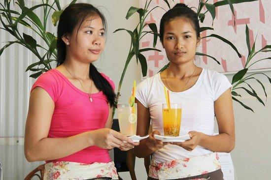 Jolie Jolie Beauty Salon: Jolie Jolie personnel Khmer