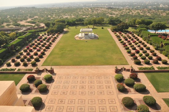 Umaid Bhawan Palace Jodhpur: Back side with baradari, view from dinning restaurant Pillars