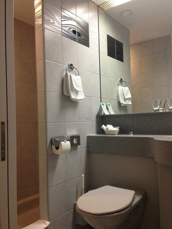 Hotel Fly Away : ванная