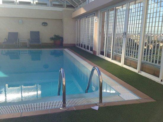 NH Valencia Center: бассейн