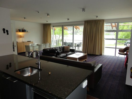 Mantra Marina: Kitchen/Living Room