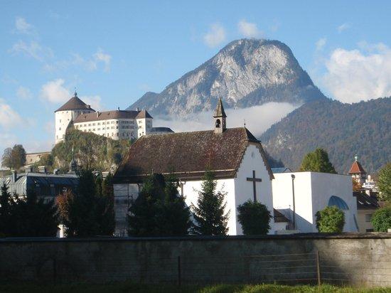 Hotel Gasthof Goldener Löwe: Крепость Куфштайна видна из любой точки городка