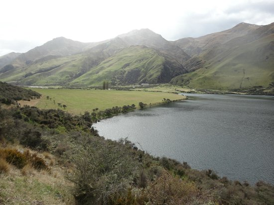 Moke Lake: Looking down to the carpark and camping ground
