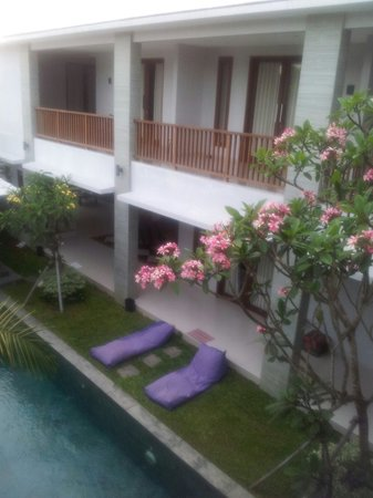 Bali Bliss: Pool and upper rooms balcony