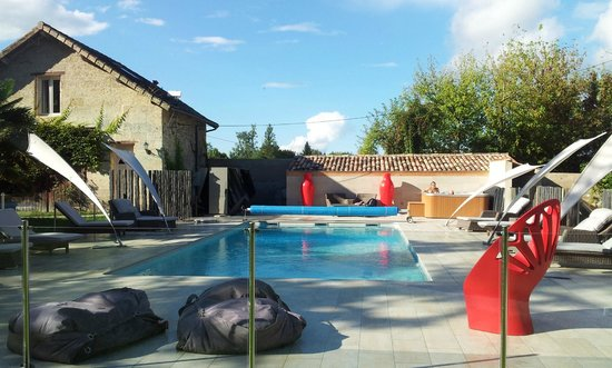 Chateau de Courtebotte : Swimming Pool Enclosure and Cabanas
