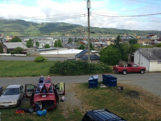 Fat Salmon Backpackers: view from back of building