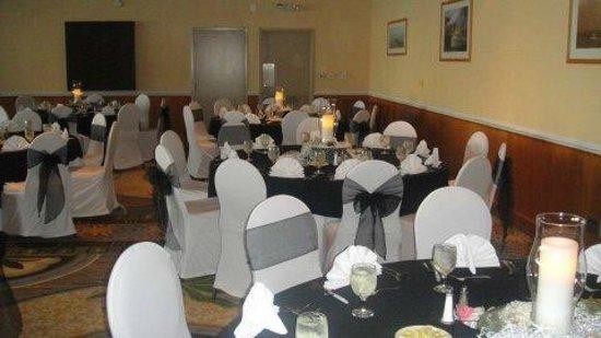 Ramada Plaza Nags Head Oceanfront: ballroom