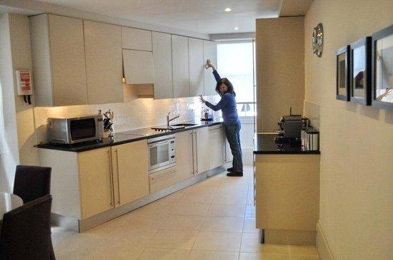 Taj 51 Buckingham Gate Suites and Residences: Full kitchen facilities... dishwasher/laundry/full size fridge/freezer