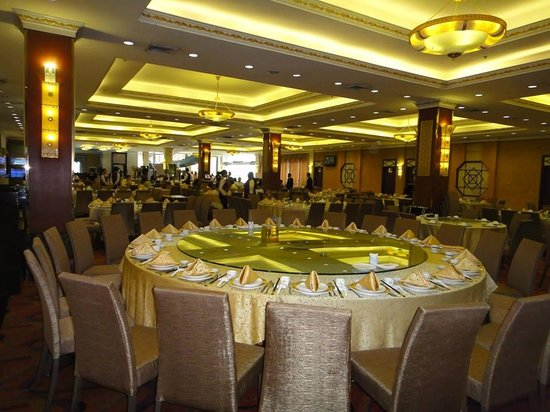 Golden Bay Fresh Seafood Restaurant: Available seating for large group