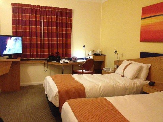 Holiday Inn Express Warwick - Stratford Upon Avon: Room