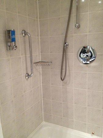 Holiday Inn Express Warwick - Stratford Upon Avon: Shower