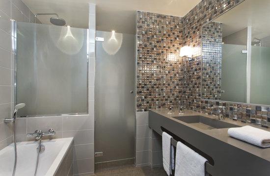 Hotel Concortel : Bathroom suite