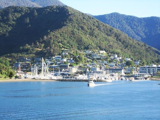 Tombstone Backpackers : Picton Harbour
