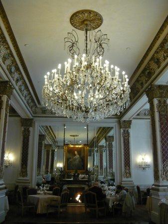 Le Pavillon Hotel: Dining room