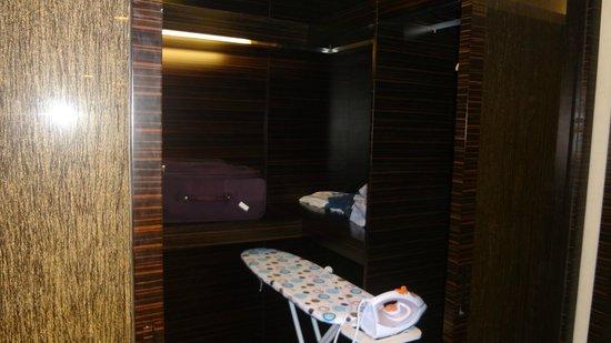 HeeFun Apartment Hotel GZ Poly World Trading Center : Closet