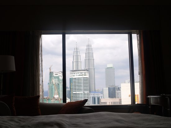 Sheraton Imperial Kuala Lumpur Hotel: Deluxe room with view of towers.