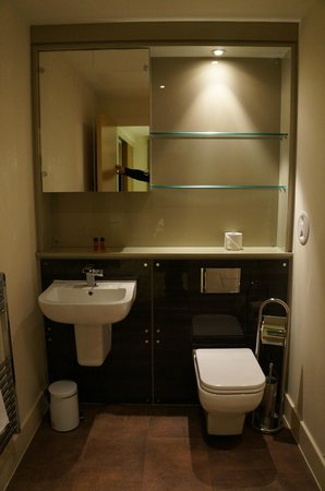 Staycity Aparthotels West End: baño