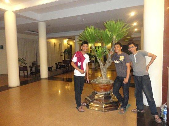 New Star Hotel: Hotel Lobby