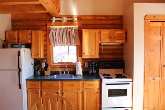 Irwin Lake Chalet: Cute kitchen with everything you need