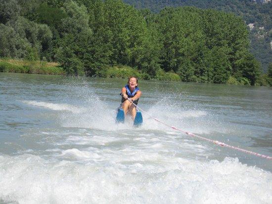 Camping Ile De La Comtesse : Ski nautique sur le lac du cuchet