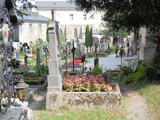 Petersfriedhof: Historic garden oasis in Salzburg