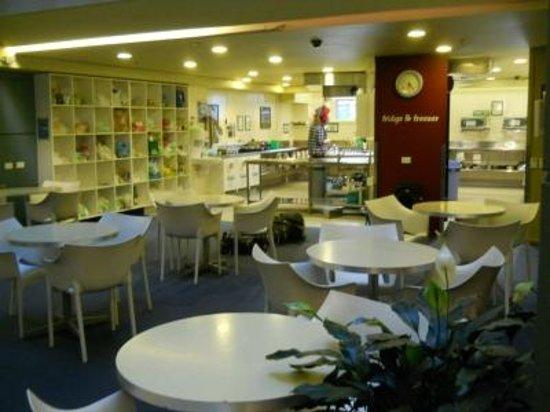واي إيتش إيه ويلينجتون سيتي - إقامة للرحالة: Dining Area 1 of 2