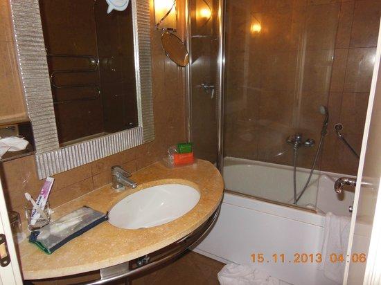 NH Catania Parco Degli Aragonesi: Il bagno