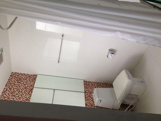 The Gallery Hotel : Clean n big bathroom wt standing shower