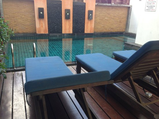 The Gallery Hotel: Small pool area