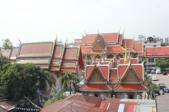 U-Place: Templet granne med hotellet