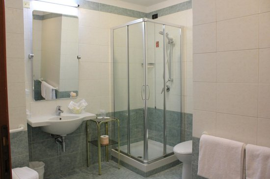 Hotel Carlton Capri: ванная комната